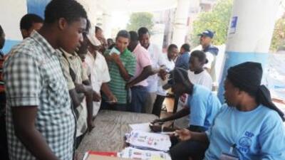 En la segunda ronda electoral en Haití unos cinco millones de ciudadano...