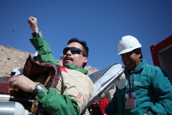 Edison Peña, el minero número 12 de los 33 rescatados de l...