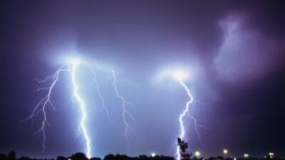 Las tormentas eléctricas pueden ser muy peligrosas si no se toman las pr...