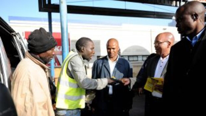 El presidente sudafricano Jacob Zuma acude a Libia en calidad de represe...
