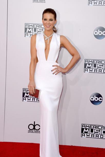 La bella Kate Beckinsale también se equivocó de premios, que ese vestidi...