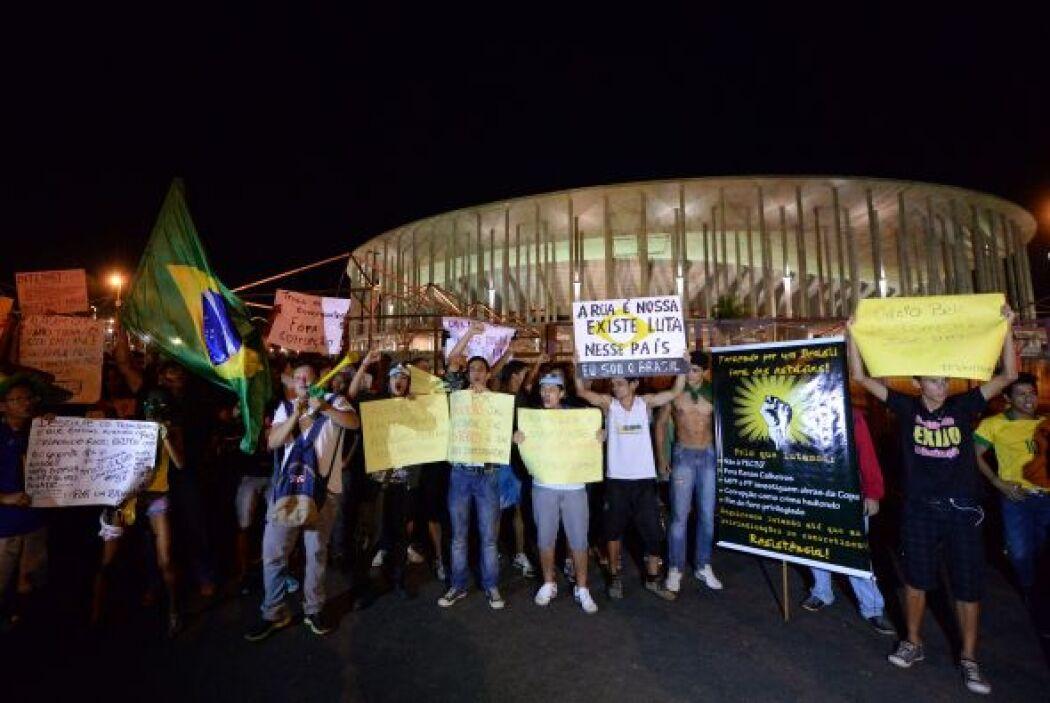 Los enfrentamientos generaron graves incidentes que dejaron 25 presos y...