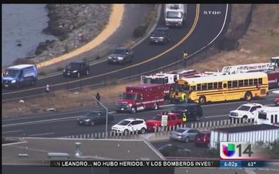 Al menos 12 menores salen heridos en choque de autobús
