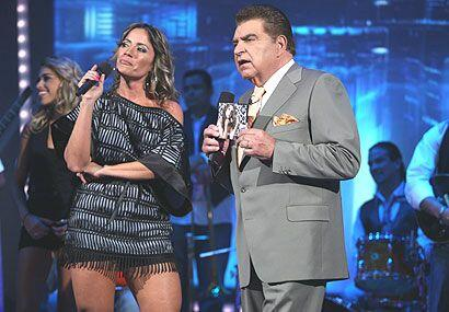"""Melina le llevó su álbum """"No seas cobarde""""."""