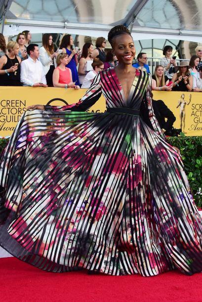 Una vez más, Lupita Nyong'o se sacó estrellita con este vestido.