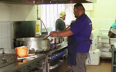 """""""Deportados"""": Alejandro alimenta el alma de los inmigrantes devueltos a..."""