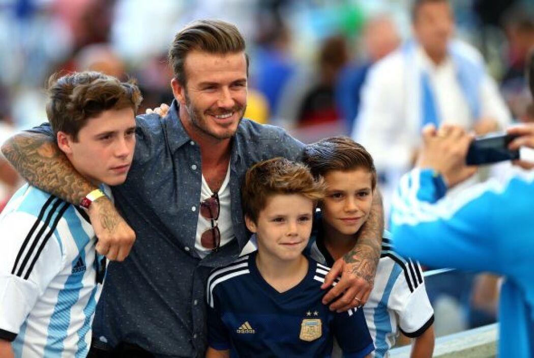 David Beckham disfrutó el partido con sus tres hijos. Mira aquí los vide...