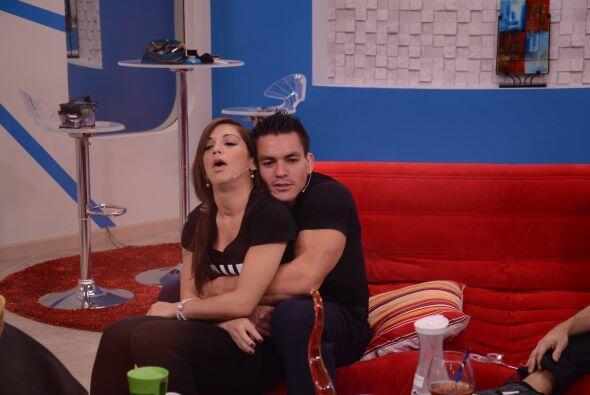 En los últimos días, Laura ha estado muy cercana con Jonathan y le ha da...