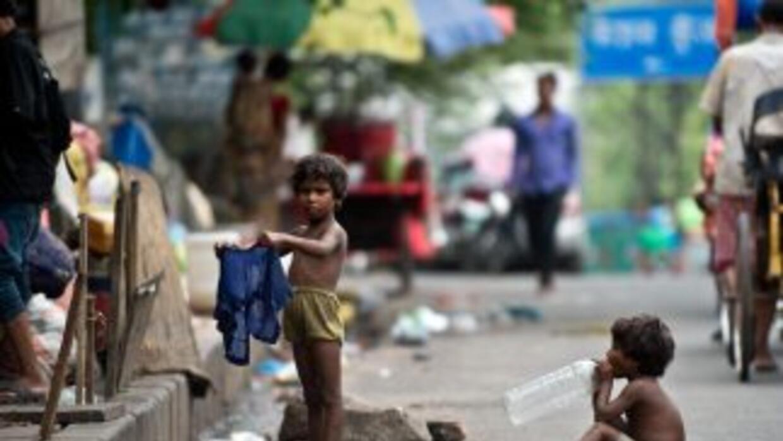 El Fondo Monetario Internacional recortó su previsión mundial debido a l...