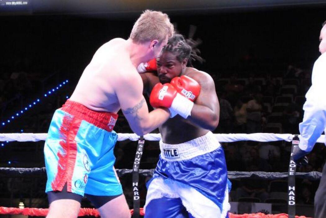 Nofire ganó y mantuvo su invicto en 11 peleas.