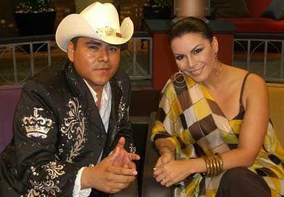 Al show también se une Lalo Avila.