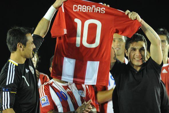 La selección de Paraguay homenajeó a Salvador Cabañ...
