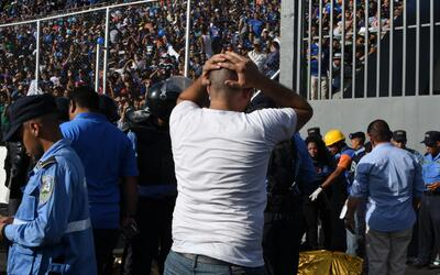 Una avalancha provocó la muerte de los aficionados.