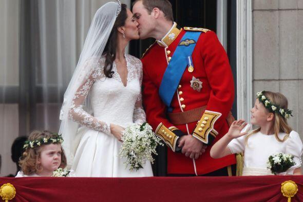 ¡Y el momento más esperado del día llegó! ¡El primer beso de los Duques...