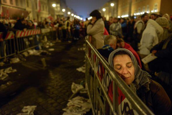 Cerca de 1.800,000 personas asistieron a la ceremonia de canonización. M...