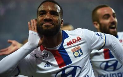 Lyon rechazó oferta del Arsenal por Lacazette