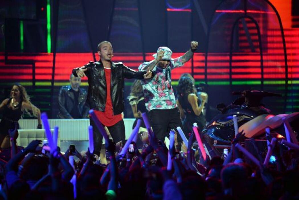 Ambos cantantes presentaron el sencillo '6 am'.