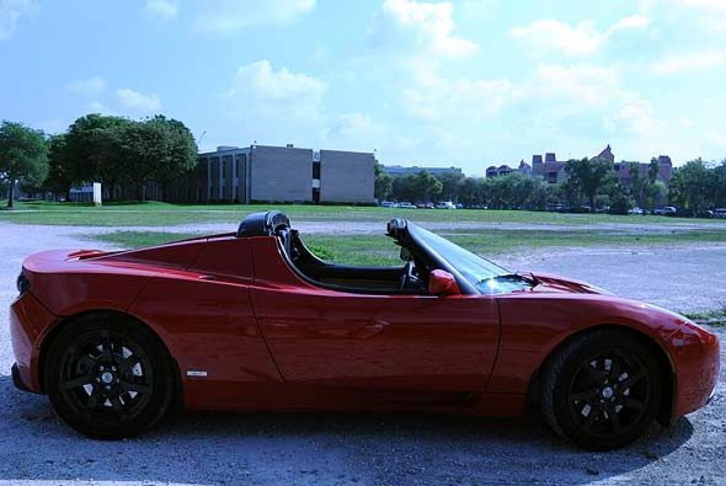 El diseño de la carrocería está inspirado en el Lotus Elise.