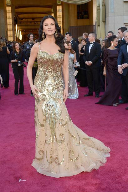 Totalmente una guía de estilo fue Catherine Zeta-Jones, quien se...