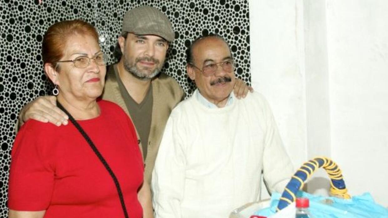 El actor con sus padres, hace un par de años.
