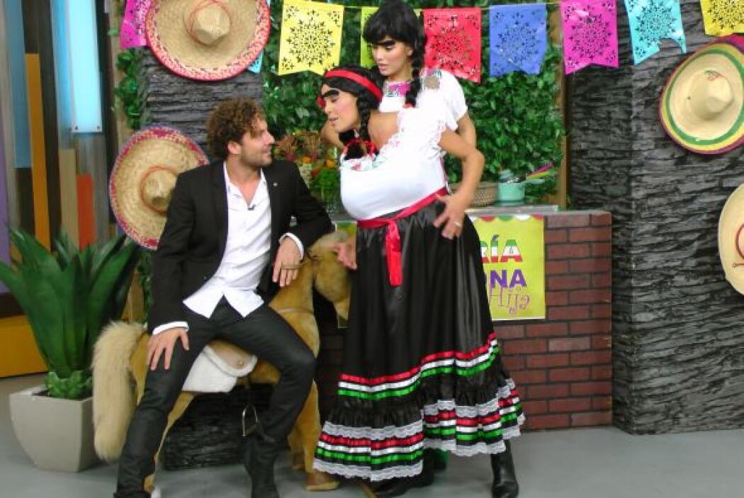 El guapo intérprete de 'Bulería' visitó la taquería de Doña Chona sin sa...