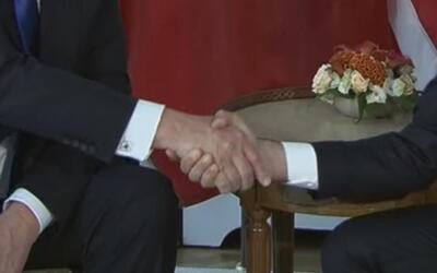 """Emmanuel Macron: Mi apretón de manos con Trump """"no fue inocente"""""""