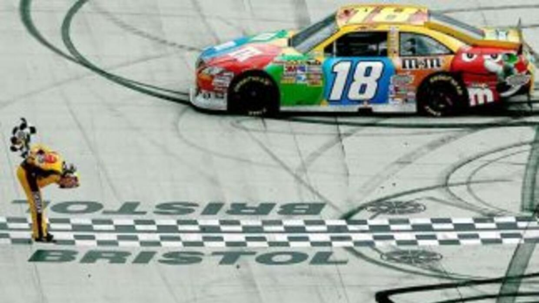 Kyle Busch logró doblete de la NASCAR en Bristol
