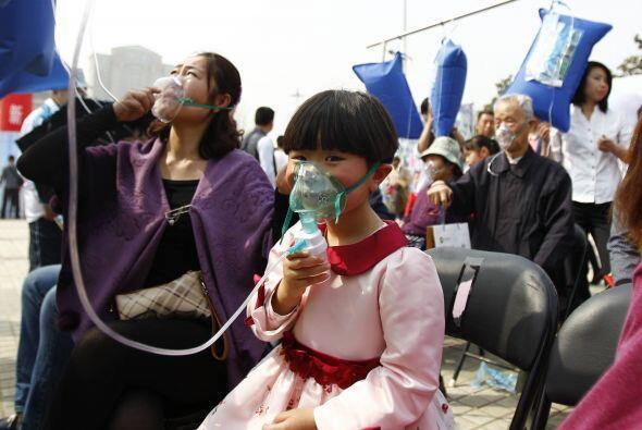 Las mascarillas a través de las cuales respiraban el aire puro eran dese...