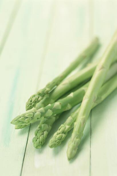 Los espárragos son muy ricos en vitaminas A, C, E y complejo B, p...