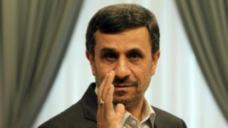 El presidente de Irán, Mahmoud Ahmadinejad, respondió con el lanzamiento...