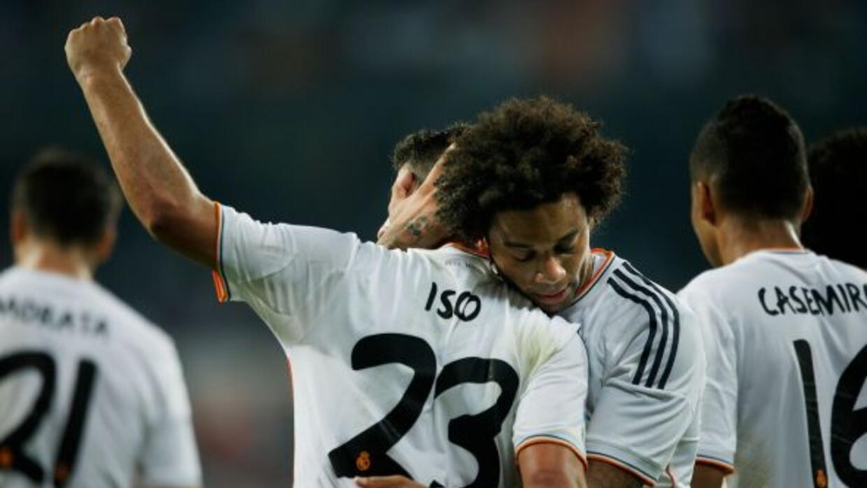El lateral brasileño festejando un gol del brillante mediocampista del R...