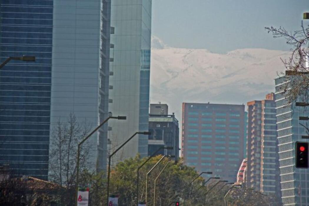 La cordillera de los Andes desde el centro de Santiago.