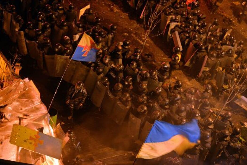 Miles de manifestantes resisten a esta hora en el Maidán.