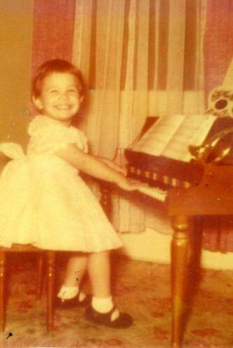 Nació un 16 de septiembre de 1955.  El talento lo trae en la sangre  ¿No...
