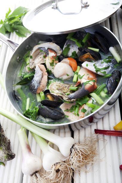Además de incluir alimentos del mar como salmón, bacalao, ostras y crust...
