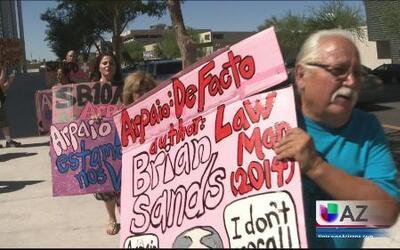 Protestas en las afueras del juicio de Arpaio