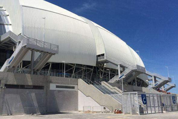 Acompaña a Carlos Calderón a conocer el estadio de Dunas,...