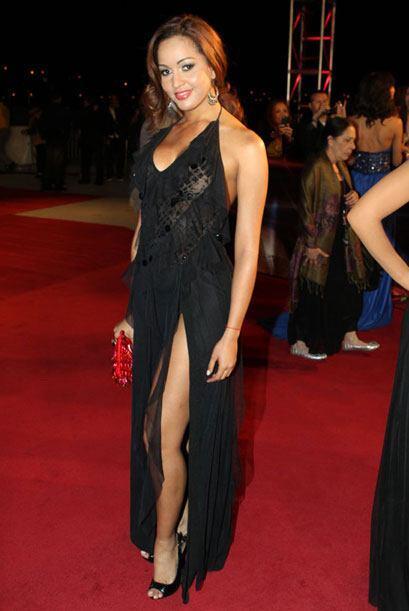 Karol Rosa dejó ver su linda figura con este modelo negro.