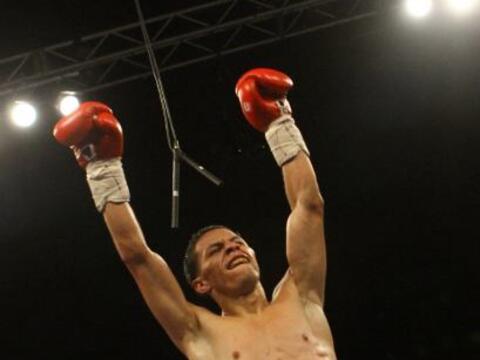 El campeón mundial aficionado McWilliams  Arroyo se tuvo que emplear al...