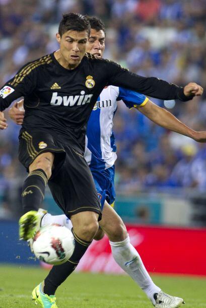 Cristiano Ronaldo buscaba su gol con poca fortuna, pero sí meti&o...