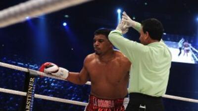 Odlanier Solís no salió a pelear en el noveno round contra Thompson.