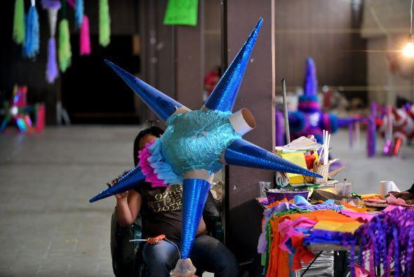 4. La piñata: Como en muchas celebraciones latinas, este elemento no pue...