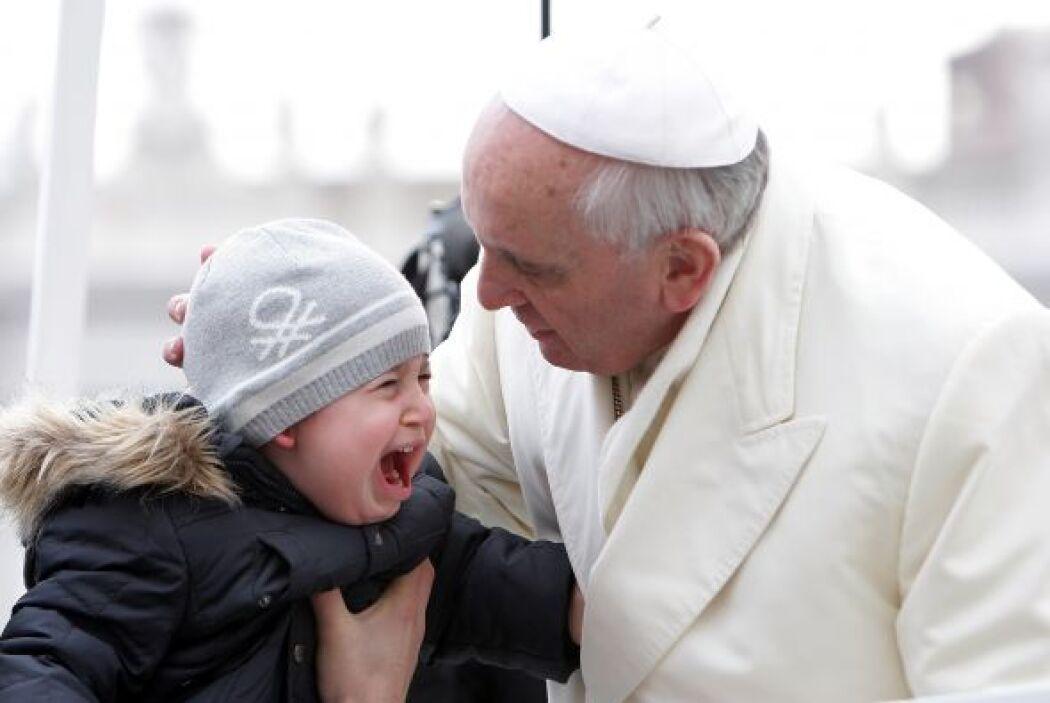 Las reacciones de los pequeñitos al estar  cerca del Sumo Pontífice son...