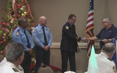 Un grupo de bomberos de Houston fue reconocido por su servicio a la comu...