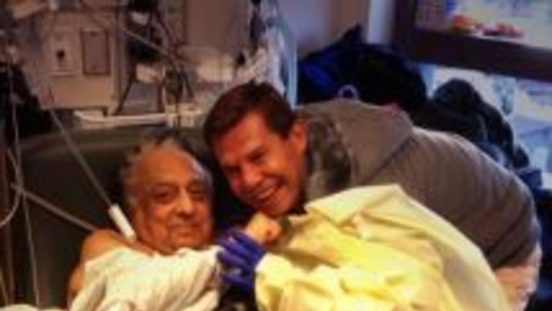 José Sulaimán en el hospital visitado por Julio César Chávez (Foto: twit...
