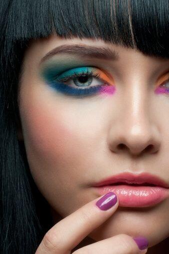 Lo único que debes tomar en cuenta es que el maquillaje que elijas vaya...