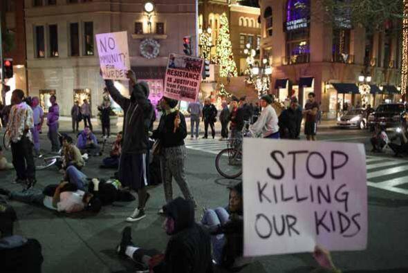 Tras la decisión del Gran Jurado en el caso Ferguson, en Los Ángeles se...