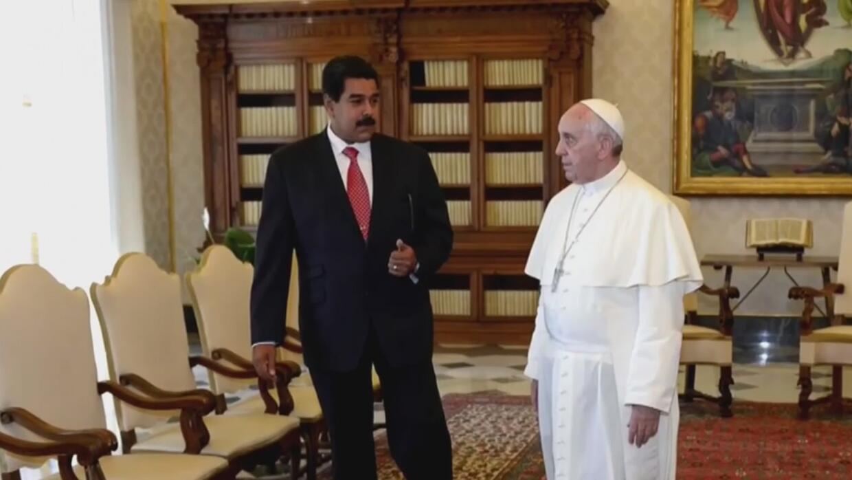 """""""Alivie el sufrimiento del pueblo"""", pide el Papa Francisco a Nicolás Maduro"""