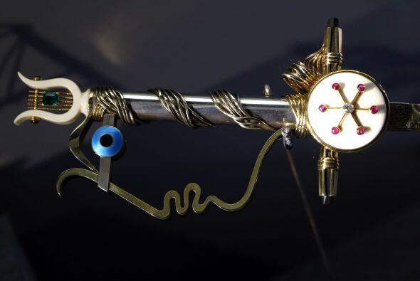 El siguiente es un objeto que Cartier diseño para el poeta francés Jean...