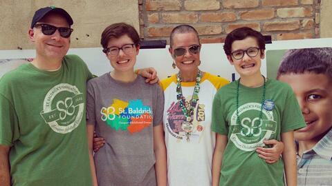 Georgia Moore, segunda de izquierda a derecha, junto a su familia.